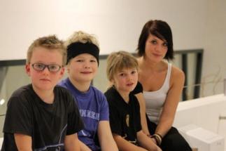Raphi_mit_Kids_als_Zuseher